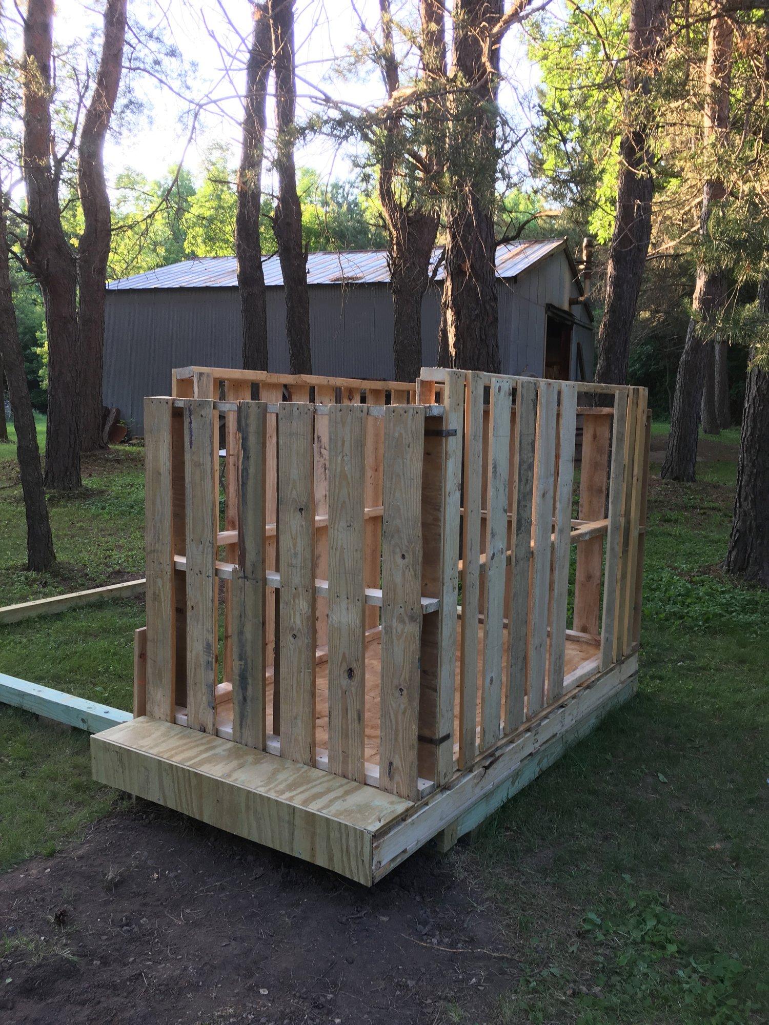 4-pallet coop walls 2.jpeg