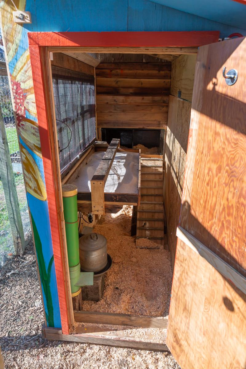 chicken-coop-layout-interior.jpg