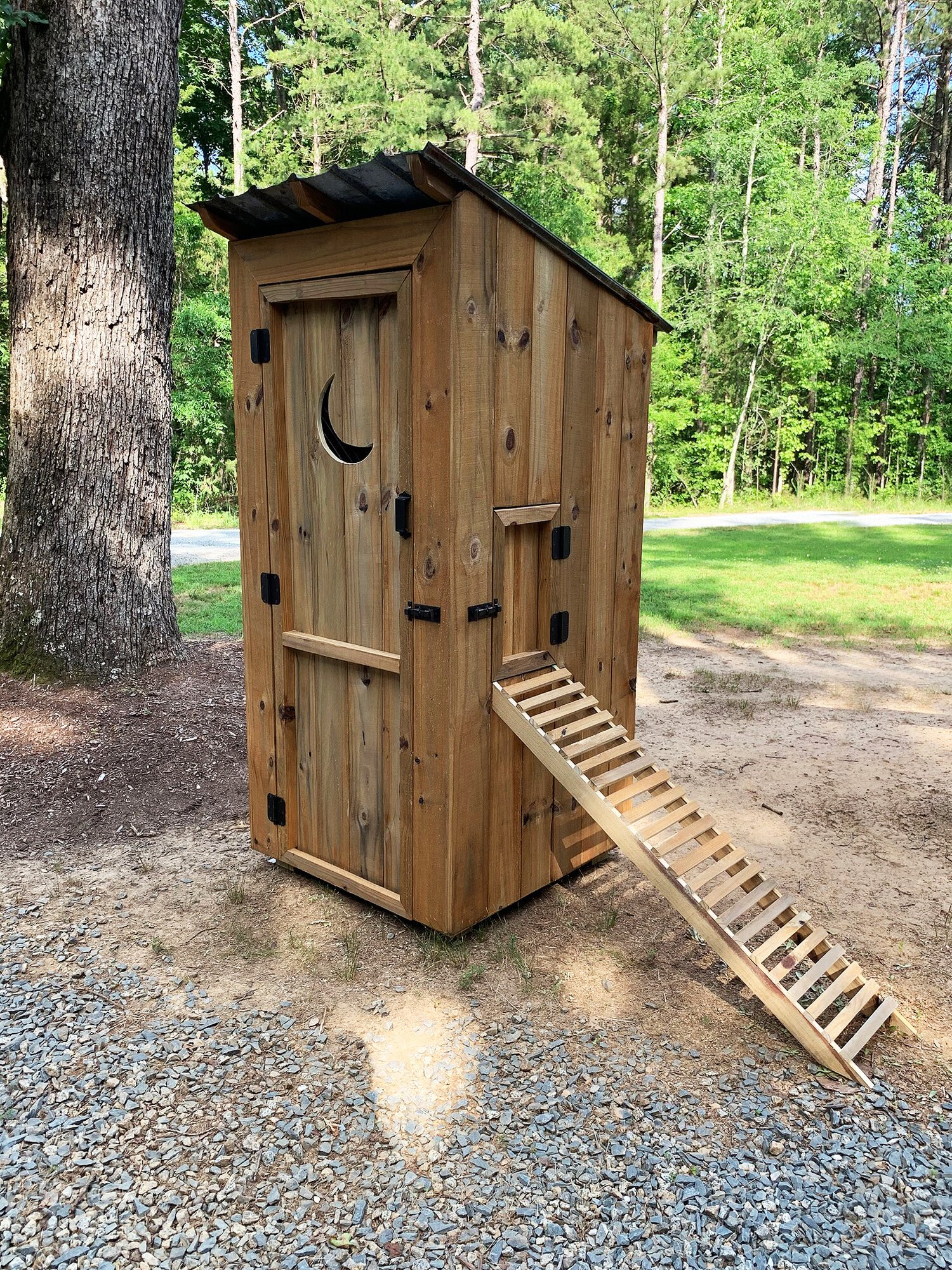 Outhouse1.jpg