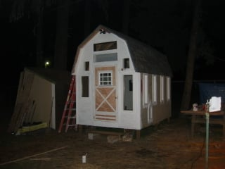 http://i255.photobucket.com/albums/hh137/gopherboypeeps/Barn%20Coop/100_0017-3.jpg
