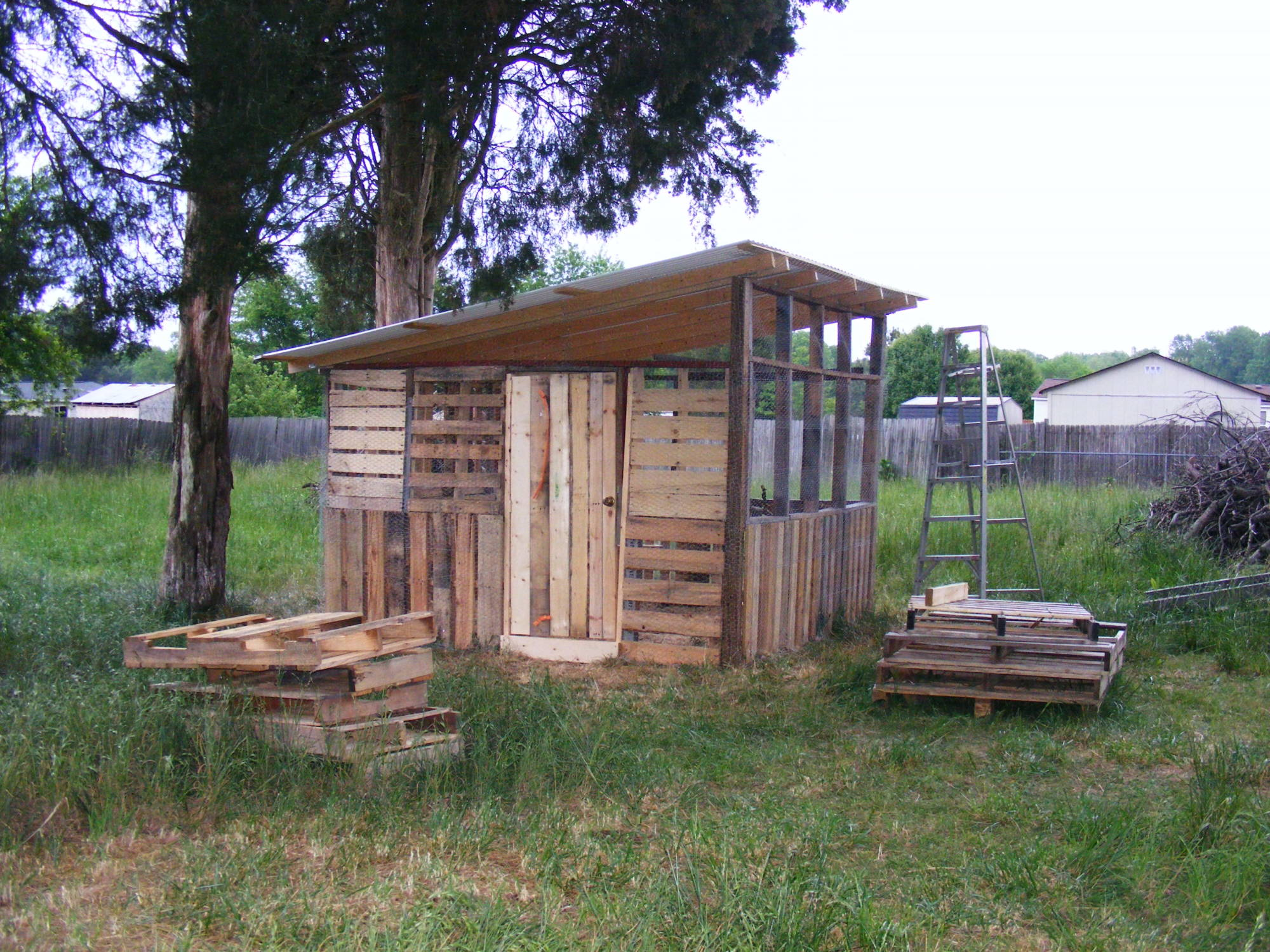 Shadowmane 39 s chicken shack backyard chickens community Chicken coop from pallet wood