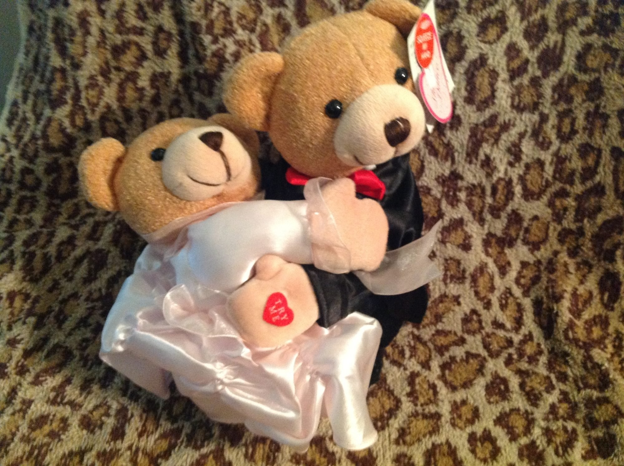 dancing wedding bears.JPG