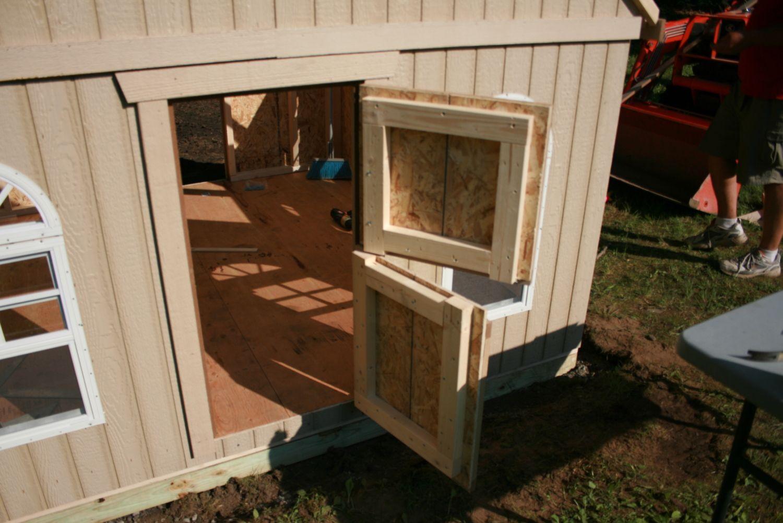 how to build a playhouse door