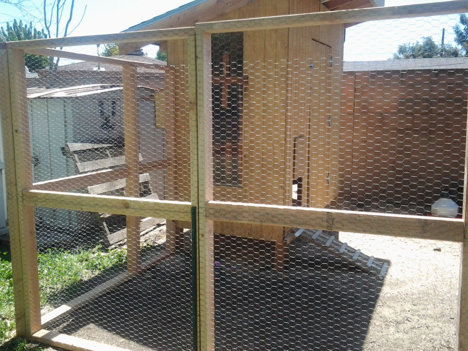 Large chicken coop run for sale in southern california for Large chicken house
