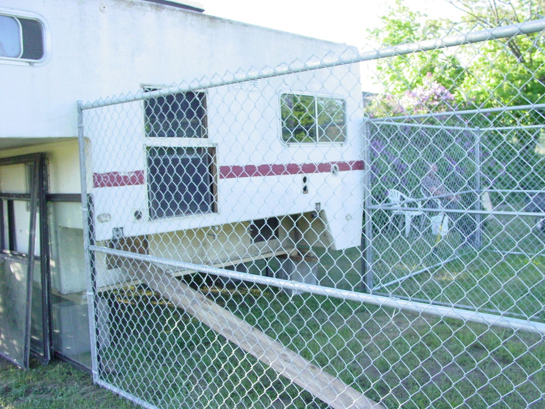 Poor Man\'s Chicken Coop for zero dollars | BackYard Chickens
