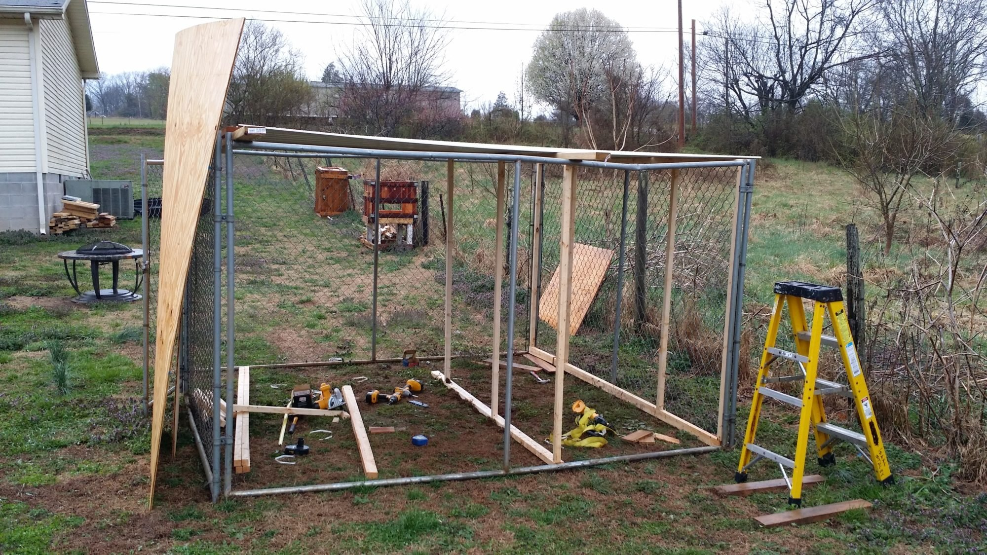 how to build a backyard kennel