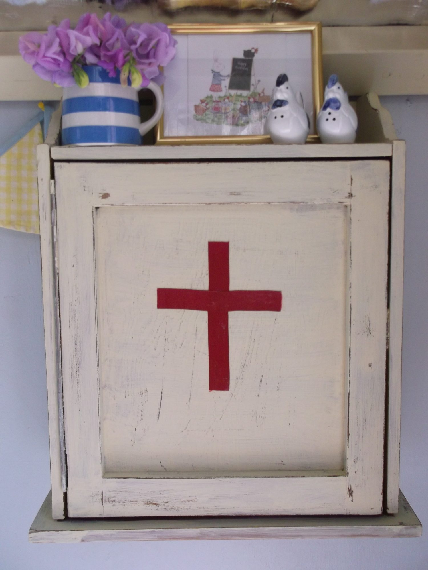 Little cabinet I upcycled this weekend to hold first aid supplies in coop.Just waiting for new glass handle to arrive and perhaps will put on a chicken silhouette too.
