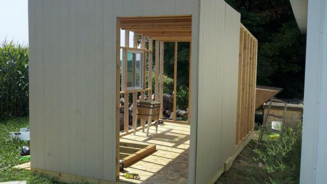 http://www.backyardchickens.com/forum/uploads/103462_2011-08-31_12-38-36_287.jpg