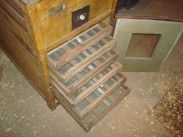 """Wooden Antique incubator...now what do i do with it """"PIC'S ..."""