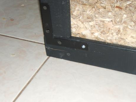 Lower flat corner bracket