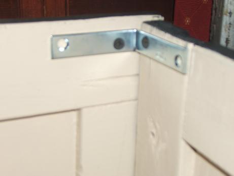 Dimensional corner bracket