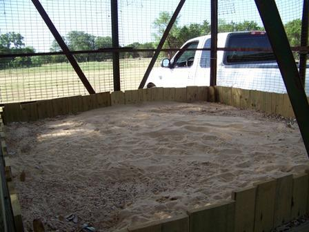 http://www.backyardchickens.com/forum/uploads/37917_sandbox.jpg