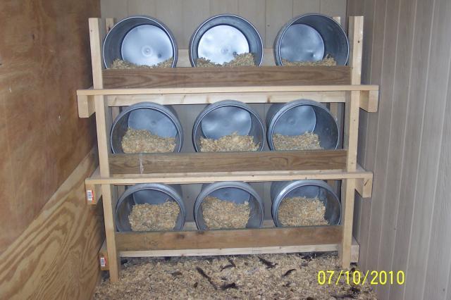 http://www.backyardchickens.com/forum/uploads/47243_100_6090.jpg
