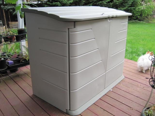 Rubbermaid storage shed 366
