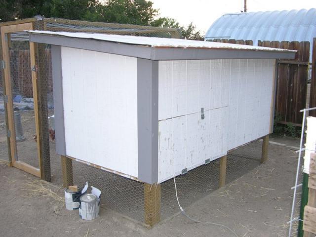 http://www.backyardchickens.com/forum/uploads/58980_cooprear.jpg