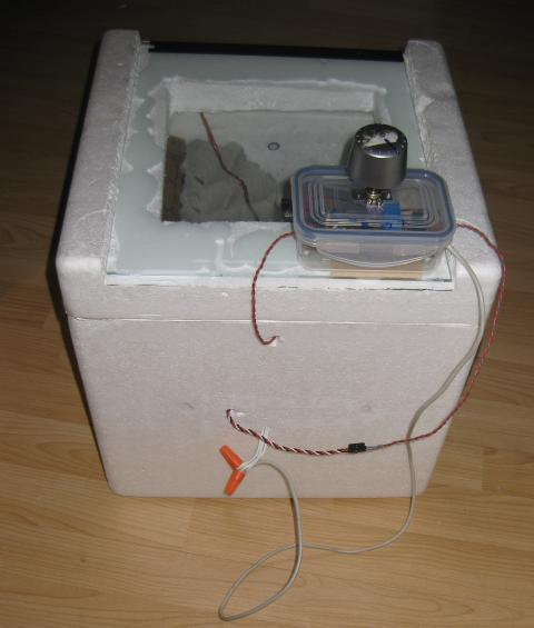 Box with thermostat and temperature probe