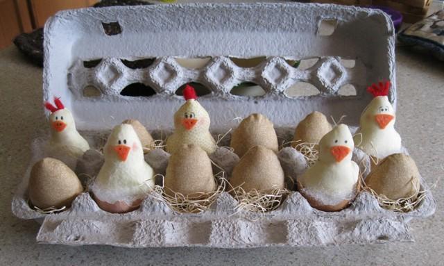 68291_chicks_in_egg_carton.jpg