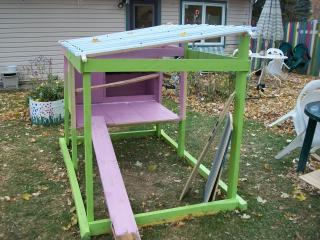 http://www.backyardchickens.com/forum/uploads/70394_building_da_coop_day_2_8.jpg