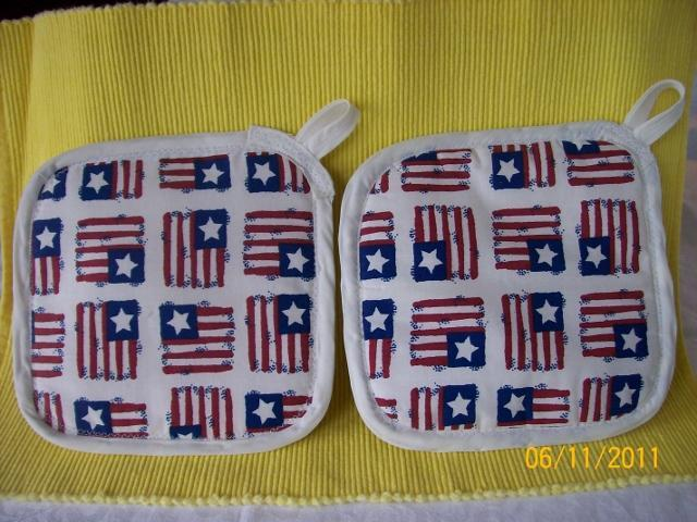 http://www.backyardchickens.com/forum/uploads/78250_flag_potholders_640x480.jpg