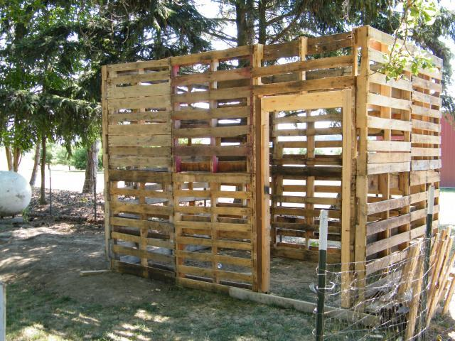 Pallet chicken coop ideas for How to build a chicken coop from wooden pallets
