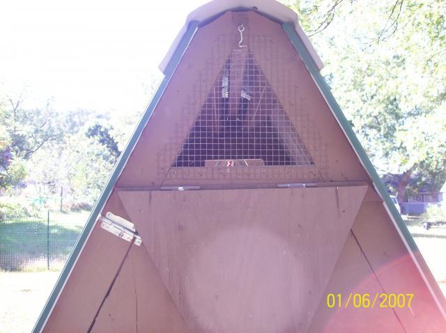 http://www.backyardchickens.com/forum/uploads/86805_coop_and_run_desighn_008.jpg