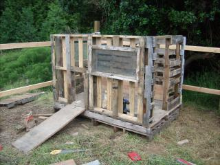 Slm using pallets to build a shed for How to build a chicken coop from wooden pallets