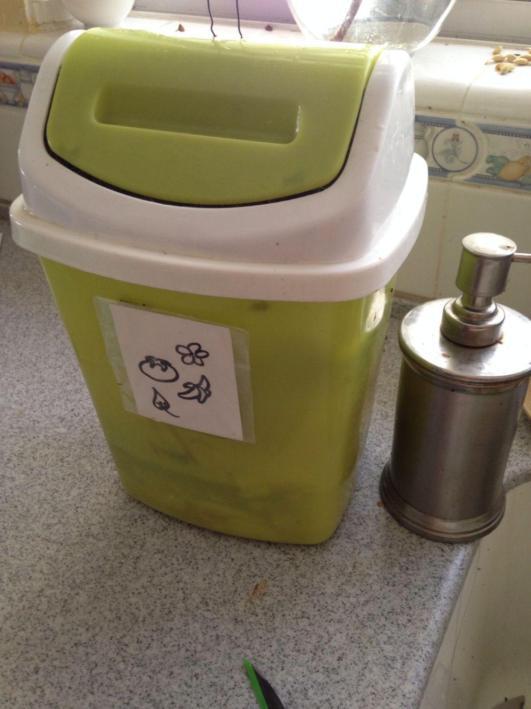 kitchen scraps counter top compost pail container bin etc. Black Bedroom Furniture Sets. Home Design Ideas